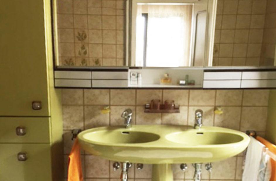 Waschbecken und Spiegelschrank Vorher